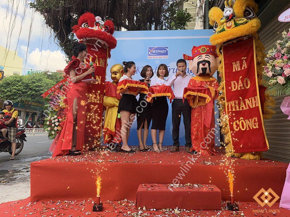 Tổ chức Lễ khai trương Mắt kính Việt Phát